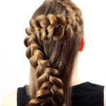 коса зигзагом на распущенных волосах прическа
