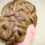 Курсы плетения стильных кос прическа с круглым валиком