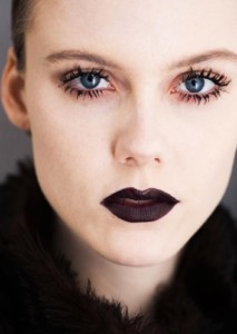 Акцент на губах макияж