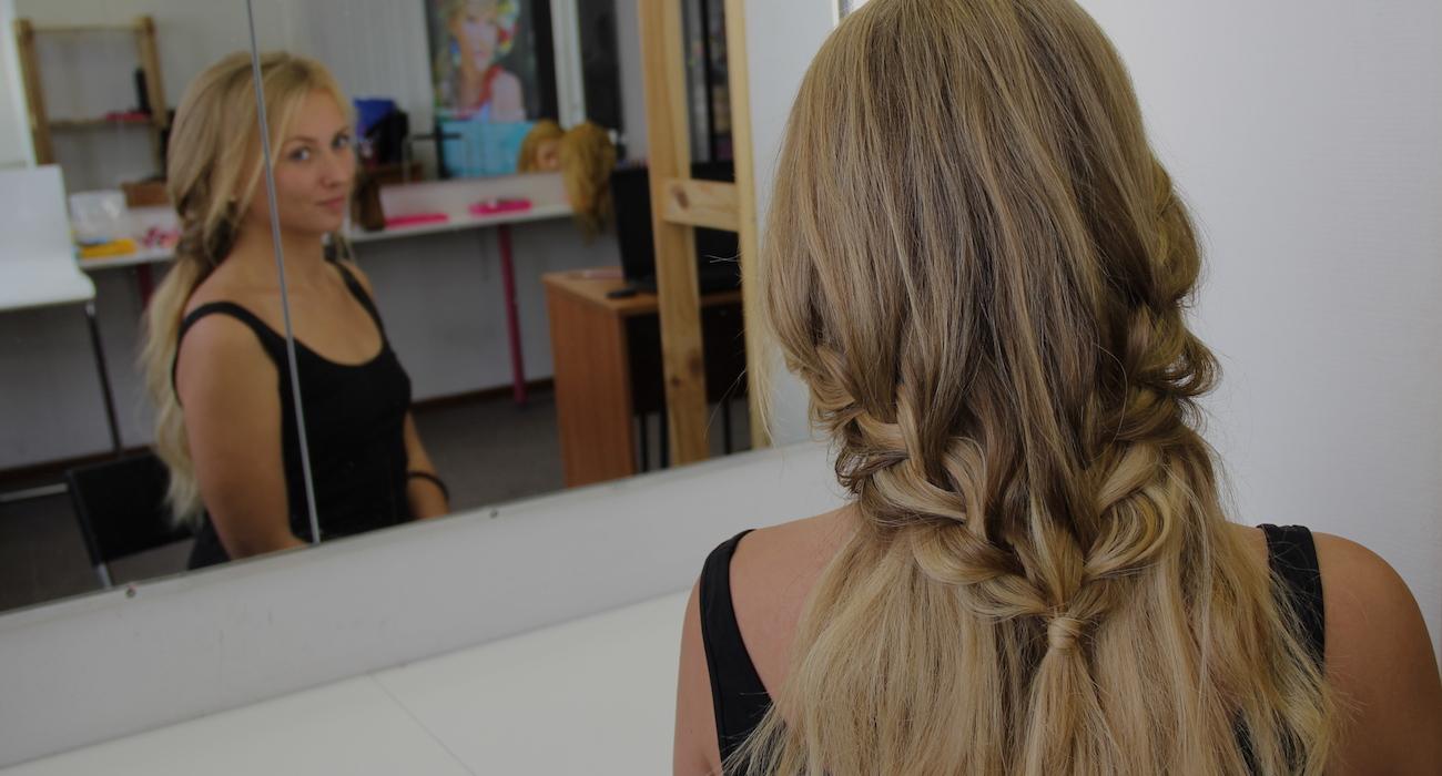 прическа коса с накладными прядями
