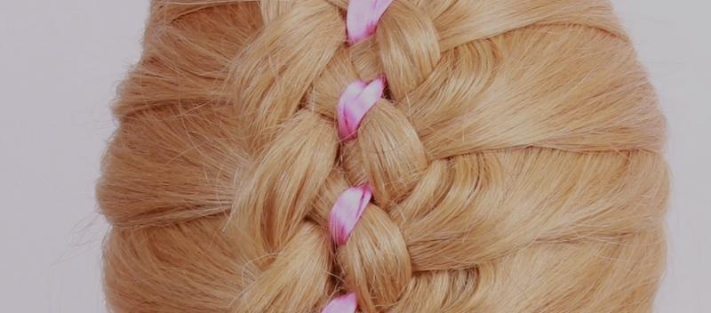 коса прическа с лентой из шести прядей